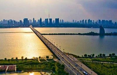刘长泽分析四川鼓励带薪休假与五一连休多地鼓励引导旅行消费中国旅行业占gdp比重